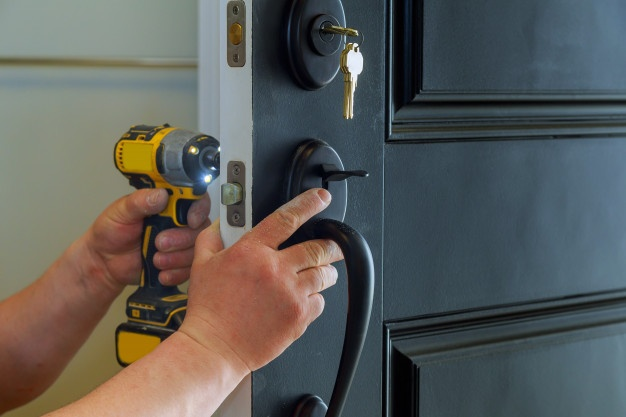 house-exterior-door-with-inside-internal-parts-lock-visible-professional-locksmith